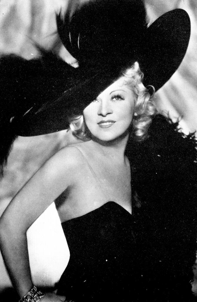 Mae West glamorous 1930s