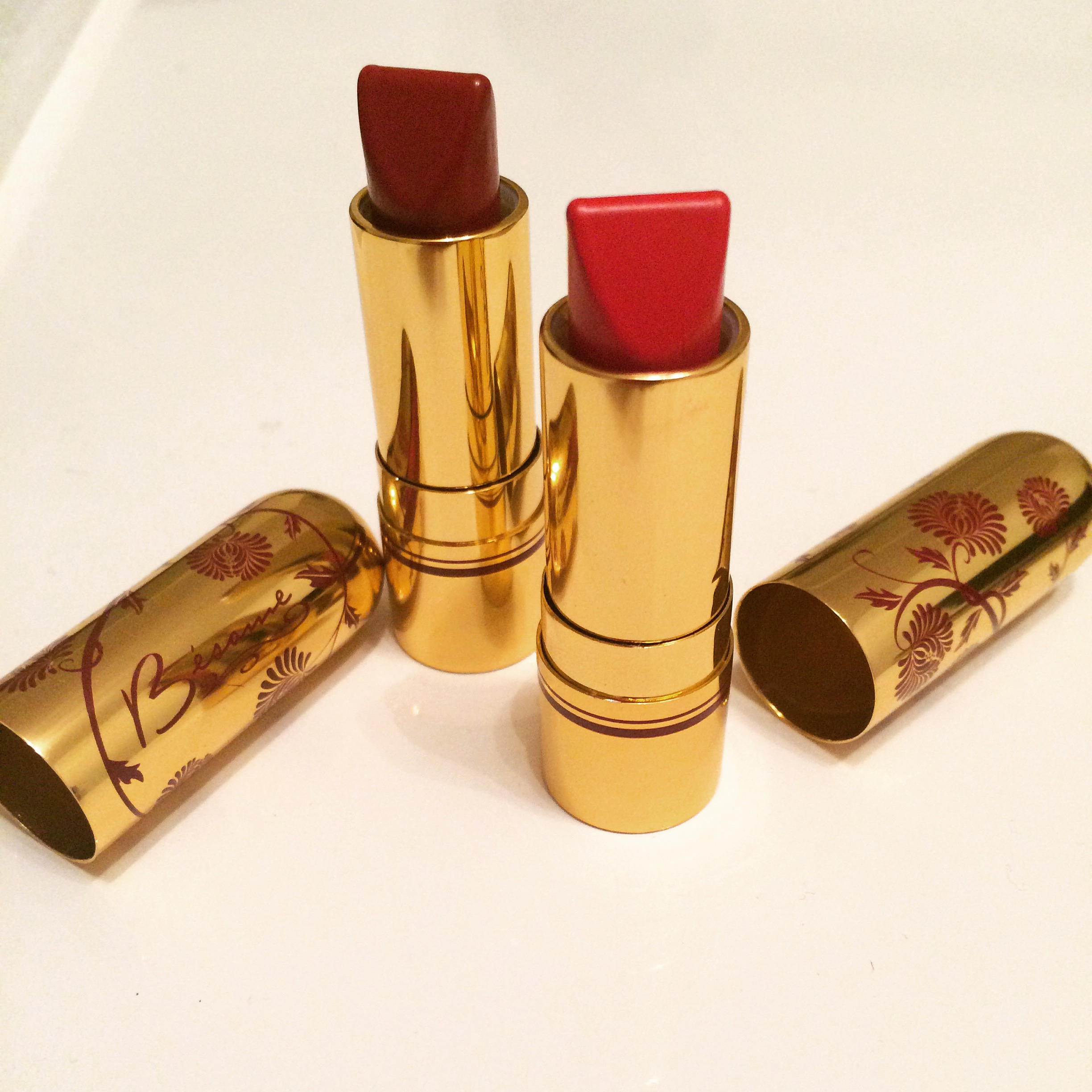 Vintage meets Present makeup: Besame Cosmetics red lipsticks