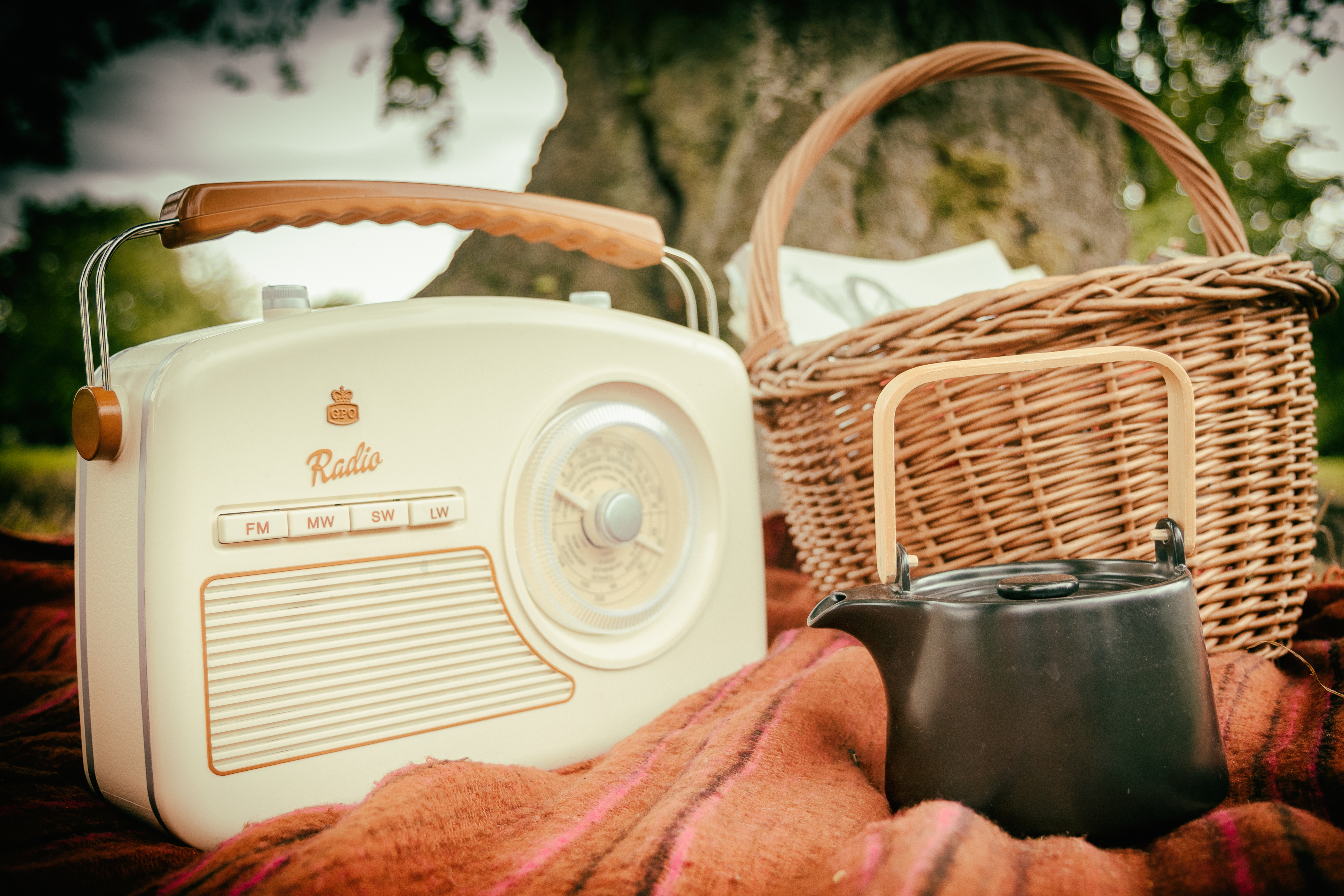 Home is where the retro electronics are - retro electronics retro portable radio surf4trends