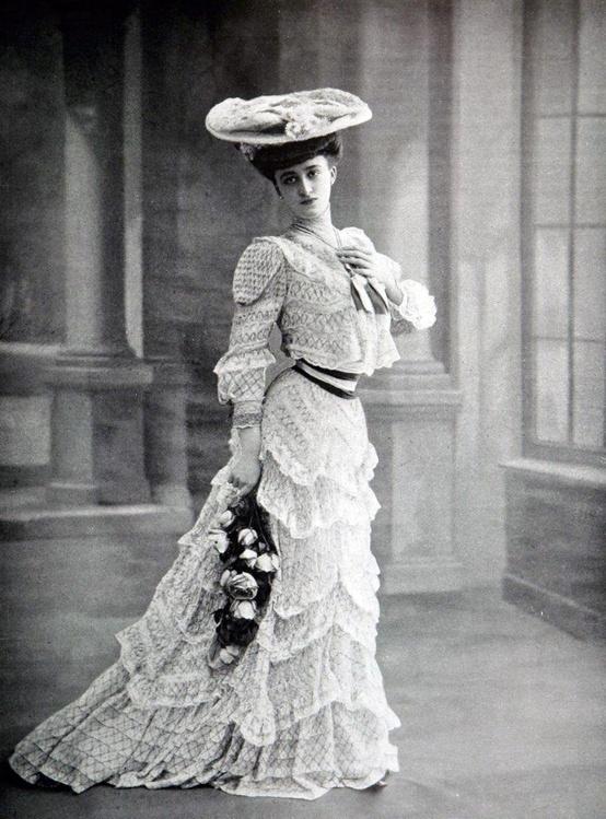 Oriental spice and some chocolate retro fashion 1900 1915