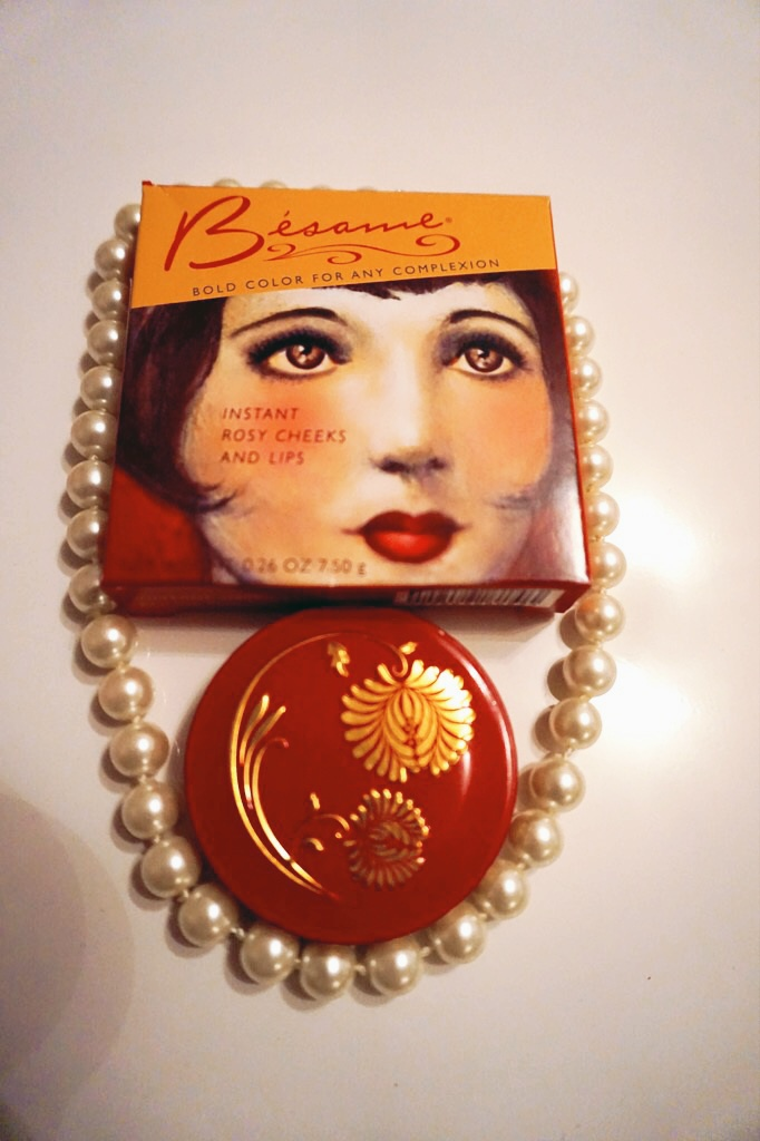 Vintage meets Present makeup: Besame Cosmetics - Apricot Cream Rouge review